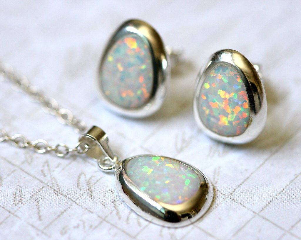 The Benefits of Wearing Libra Birthstone? Ring, Necklace, Bracelet and Others Jewelry