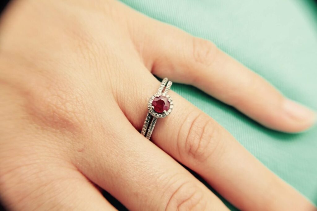 The Benefits of Wearing January Birthstone? Ring, Necklace, Bracelet and Others Jewelry